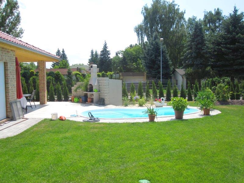 Gartenplanung in Schkeuditz inklusive Rollrasen, Bepflanzungen, Wege und Pool