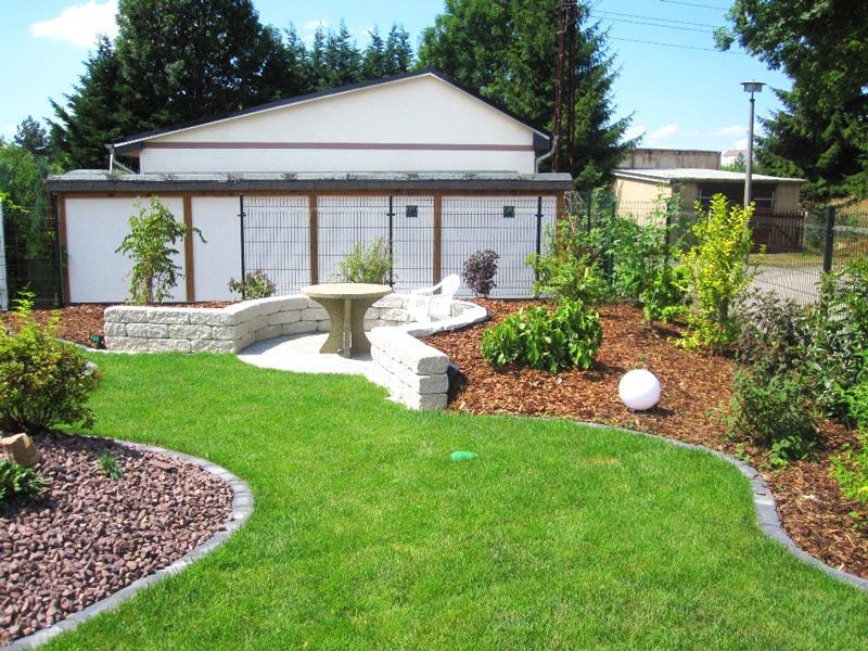 Gartenbau mit Verlegung von Rollrasen, Wegen, Bepflanzung und Sitzecke in Schkeuditz