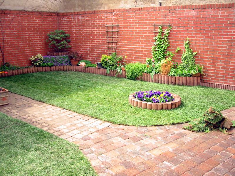 Gestaltung der Außenanlage mit Rollrasen und Bepflanzung von Rollrasen Schirmer
