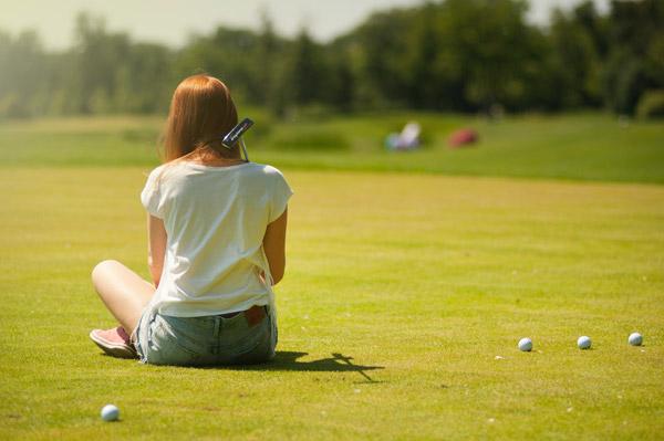 Golfrasen ist oft sehr gut gepflegt im Sommer - so lange noch ausreichend Wasser vorhanden ist...
