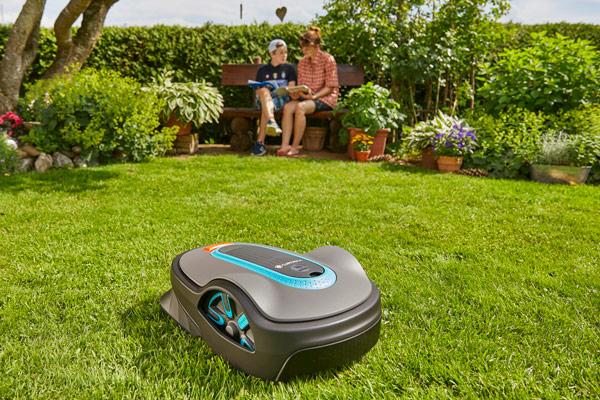 Roborollrasen ist Rollrasen, der ideal für die Pflege mit einem Mähroboter geeignet ist