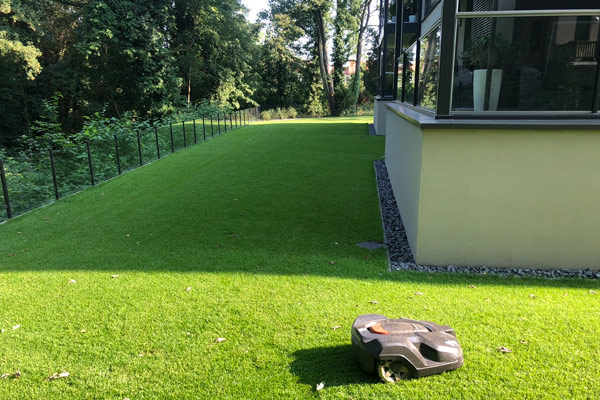 Halbschatten-Rollrasen geeignet für teils sonnige und teils schattige Lagen