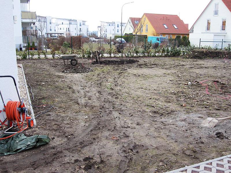 Vorbereitung des Gartens für die Verlegung von Rollrasen